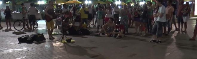 [Vidéo] Le long de l'avenue Beira Mar, la nuit